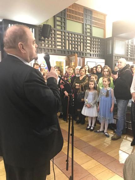 Председатель Молодежного объединения ТСХ России Козорезенко П.П. открывает выставку.