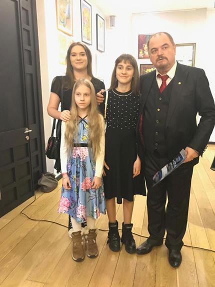 Козорезенко П.П. с участниками выставки.