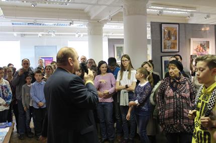 П.П. Козорезенко вручает дипломы